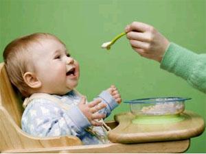Чем кормить маленького ребенка